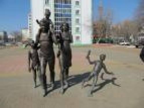 Знаменитый памятник Cемье в Саранске серьезно поврежден